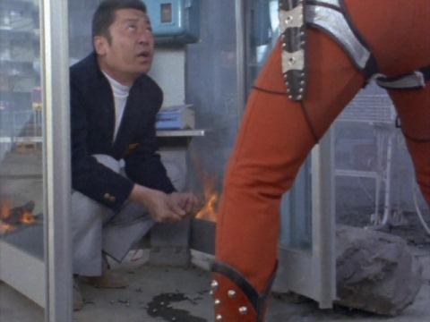 パチンコ玉を拾う大村さん