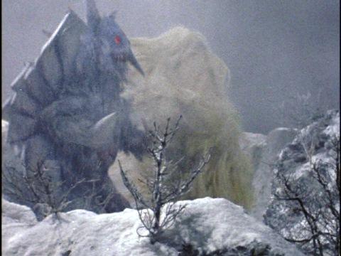 吹雪の中で戦うアイスロンとウー(二代目)