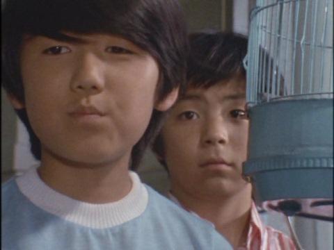 小林タケシ(左 演:西脇政敏)と白鳥健一(右 演:斎藤信也)