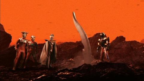 ウルトラマンゼロ(テクターギアゼロ)たちの前に刺さるアイスラッガー