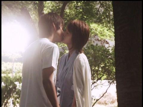 キスを交わす孤門隊員と斎田リコ