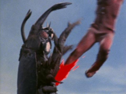 レオキックがサタンビートルに炸裂!