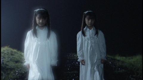 リリー(精神)と李里依(肉体 演:山田夏海)