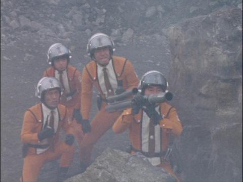 マットバズーカを構える科学特捜隊