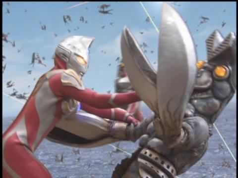 無数に分身して戦うウルトラマンマックスとダークバルタン