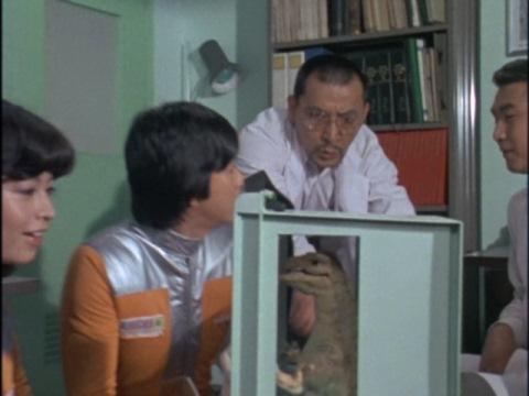 ミューを見て驚く中川博士