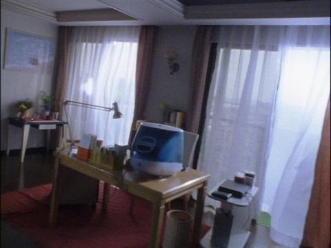 吉井玲子の部屋 iMacが置いてあり
