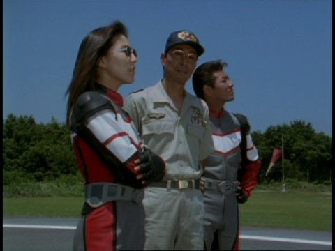 コウダ隊員と共に訓練所にやって来たユミムラ・リョウ隊員(演:斉藤りさ)