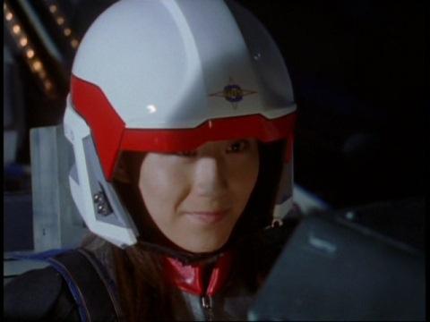 アスカ訓練生を打ち落とそうと意気込むユミムラ・リョウ隊員(演:斉藤りさ)