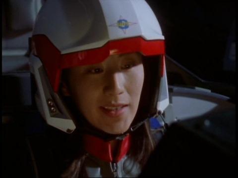訓練でアスカ訓練生にヒットされ悔しがるユミムラ・リョウ隊員(演:斉藤りさ)