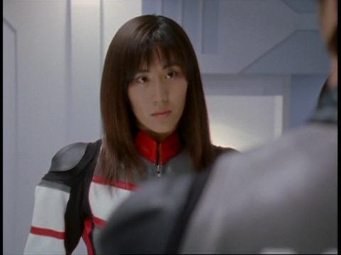 スーパーGUTSに入ったアスカ隊員を見つめるユミムラ・リョウ隊員(演:斉藤りさ)