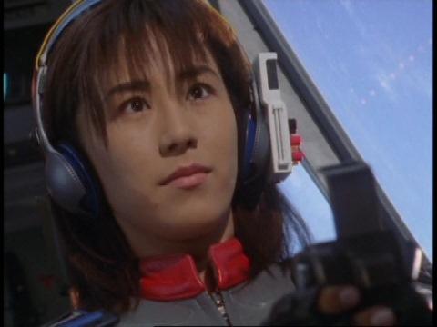 バオーンに麻酔弾を発射するユミムラ・リョウ隊員(演:斉藤りさ)