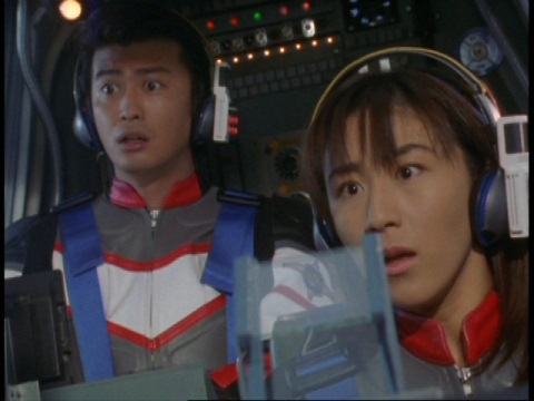 テントにムスタファ・アリ博士がいることに気づくユミムラ・リョウ隊員(演:斉藤りさ)