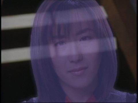 魂となって語りかけるユミムラ・リョウ隊員(演:斉藤りさ)