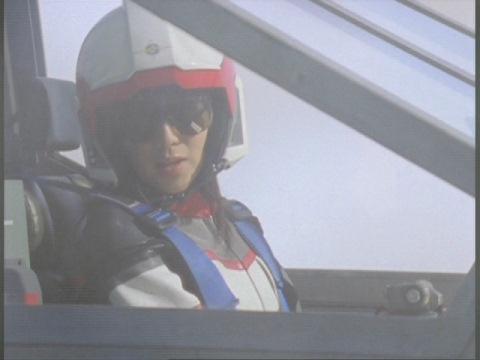 アスカ隊員の応援に駆け付けるユミムラ・リョウ隊員(演:斉藤りさ)