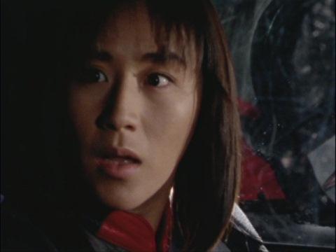 ナカジマ隊員の危機を察するユミムラ・リョウ隊員(演:斉藤りさ)
