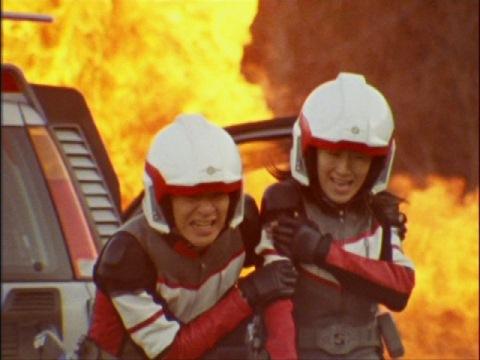 マリキュラの攻撃で負傷するユミムラ・リョウ隊員(演:斉藤りさ)