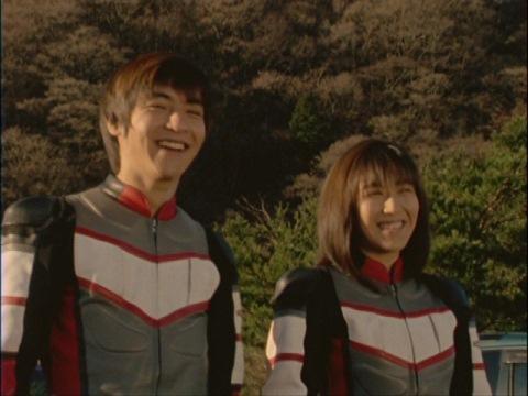 ナカジマ隊員の休暇が無くなり可愛そうと笑うユミムラ・リョウ隊員(演:斉藤りさ)