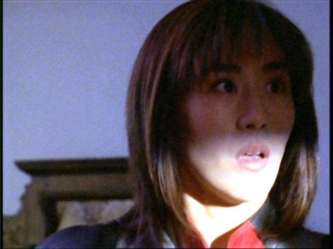 学長室に入って驚愕するユミムラ・リョウ隊員(演:斉藤りさ)