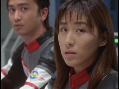 失敗しても懲りないアスカ隊員に呆れるユミムラ・リョウ隊員(演:斉藤りさ)