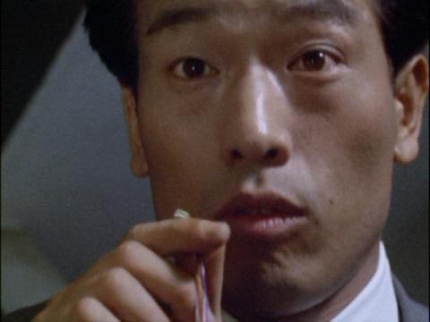 酔っぱらって帰宅した、サラリーマンの佐藤(演:小林昭二)