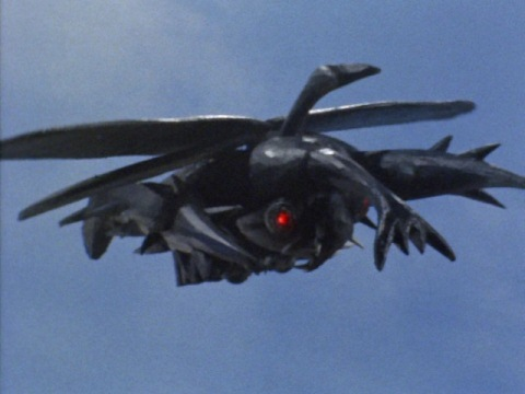 上空から攻撃をするサタンビートル