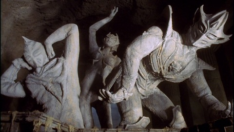 発見された3体の石像