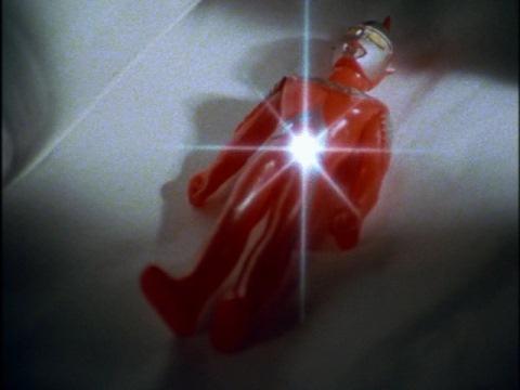 直人の涙がウルトラセブンの人形にかかり・・・