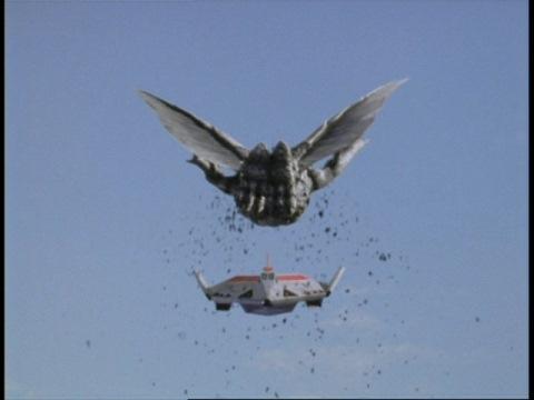 姑獲鳥(コカクチョウ)と応戦するガッツイーグルα号