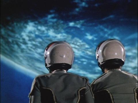 疑似空間でソガ・アマギ両隊員が見た地球