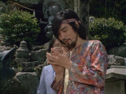 鼻ぐりを盗む高井(演:蟹江敬三)