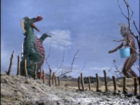 何ともシュールな戦いをしているウルトラマンタロウVSベロン