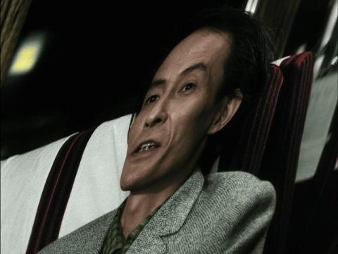 異次元列車の中の友野健二(演:天本英世)