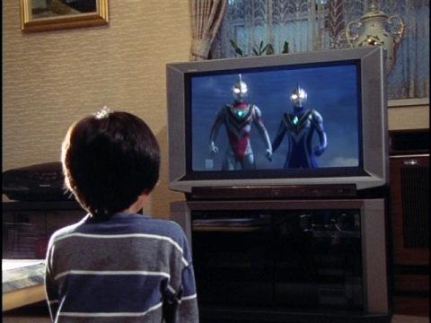 テレビをつけると、そこにはウルトラマン達の姿が!
