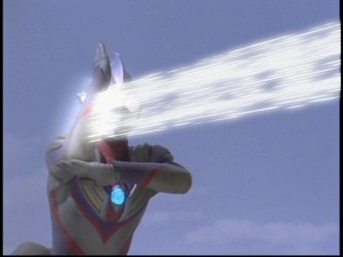 ゼペリオン光線を発するも、シルバゴンには効かず