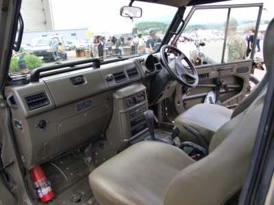トラックの車内