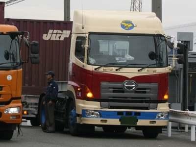 トナミ運輸のプロフィア