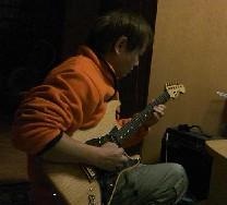 ギター弾き方こうだっけ?