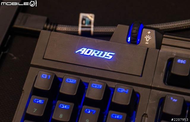 AORUS_Thunder_K7_04.jpg