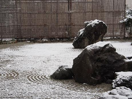 025 雪の庭