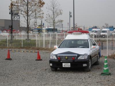 北海道警察パトカー前