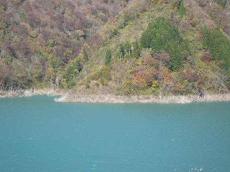 *哀しい色の湖水*