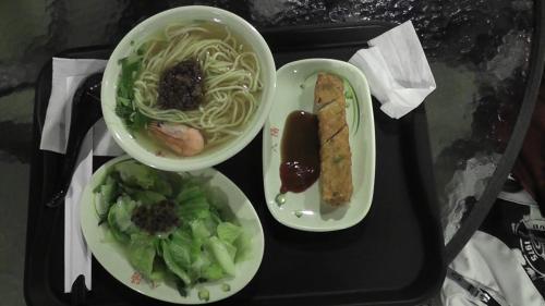 高雄 昼食 担通麺