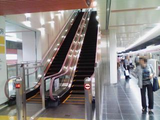 調布駅_03