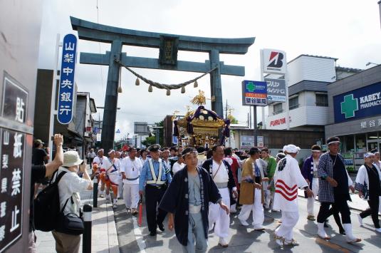 すすき祭り 金鳥井前(明神)