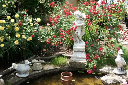 バラ オルゴールの森 彫刻