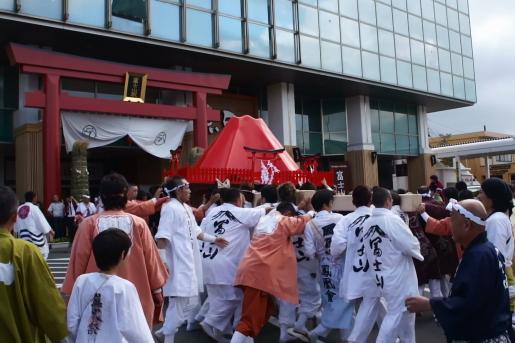すすき祭り 富士山駅前