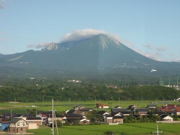 淀江からの大山(北西面)100805