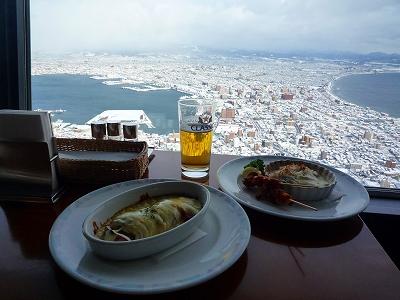 山頂展望レストランにて「乾杯!」