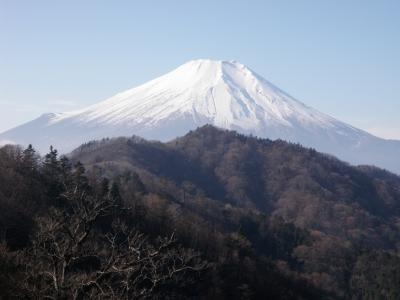 御正体への尾根から富士101219